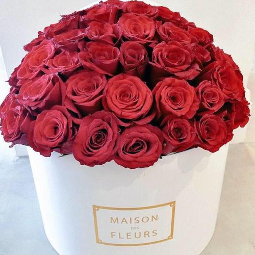 Купить на заказ Заказать Красные розы в коробке Maison с доставкой по Богровое  с доставкой в Боровом