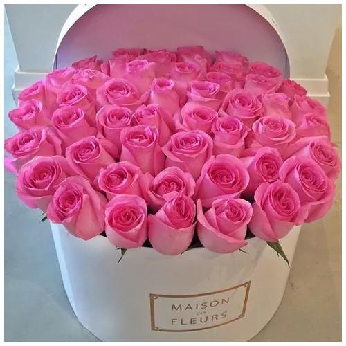 Купить на заказ Заказать Розовые розы в коробке Maison с доставкой по Богровое  с доставкой в Боровом