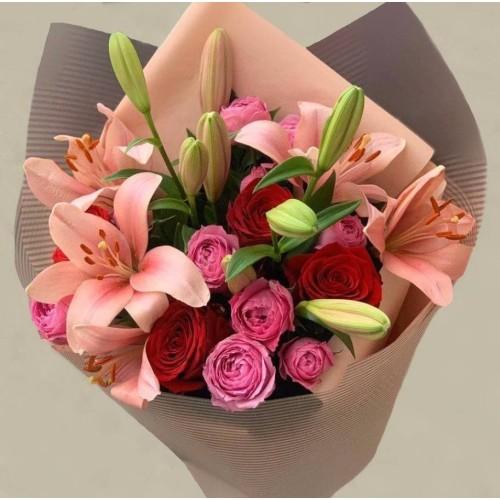 """Купить на заказ """"Розовая страсть"""" с лилиями с доставкой в Боровом"""