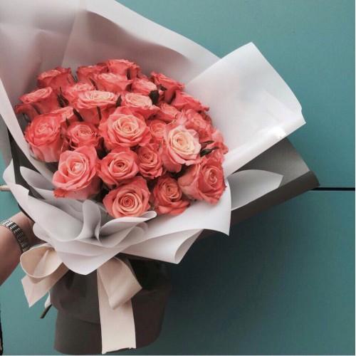 Купить на заказ Заказать Букет из 31 коралловой розы с доставкой по Богровое  с доставкой в Боровом