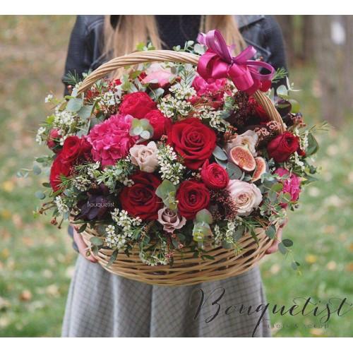Купить на заказ Шикарная корзина из гортений и роз с доставкой в Боровом