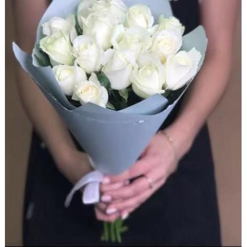 Купить на заказ Заказать 15 белых роз с доставкой по Богровое  с доставкой в Боровом