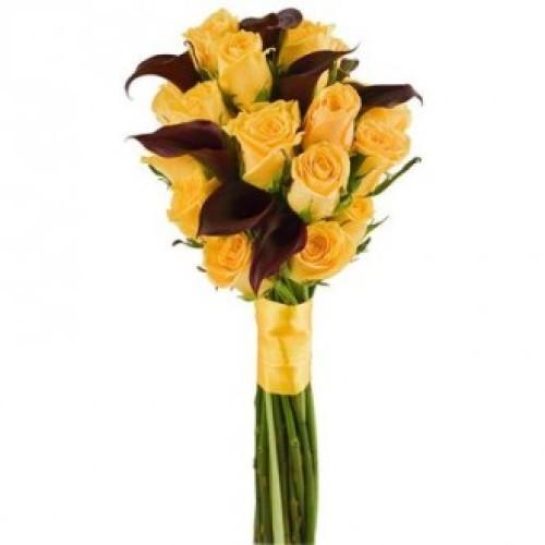 Купить на заказ Букет из желтых роз и темных калл с доставкой в Боровом